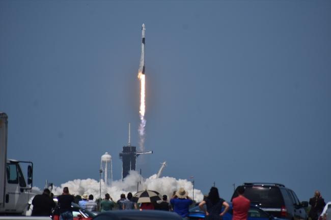 """SpaceX'in """"Crew Dragon"""" ilk insanlı uçuş denemesi başarı ile gerçekleşti"""