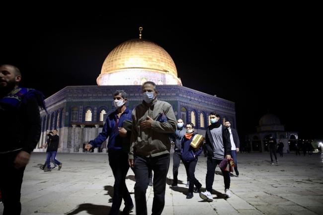Kudüs'teki Mescid-i Aksa yeniden ibadete açıldı