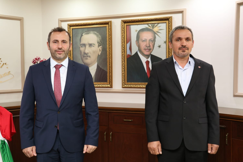 Giresun lu iş adamları Yalova Belediye başkanı TUTUK'u ziyaret etti.