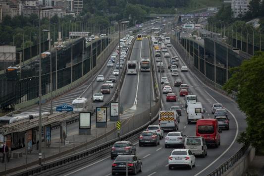 İstanbul'da araç ve yaya trafiği gözlemlendi