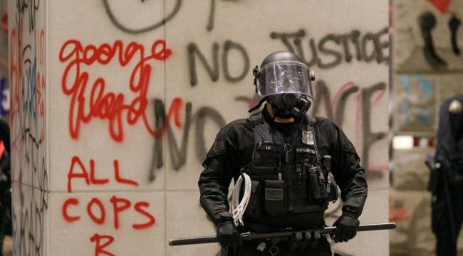 ABD'li polisler basını hedef aldı, TRT World muhabirleri yaralandı