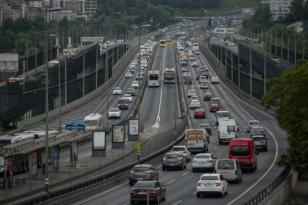 İstanbul'da Kent genelindeki trafik yoğunluğu yüzde 27'ye ulaştı