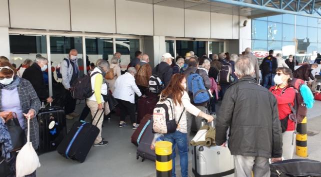 KKTC'de, ülkeye giriş yapacak kişiler iki hafta karantinaya alınacak