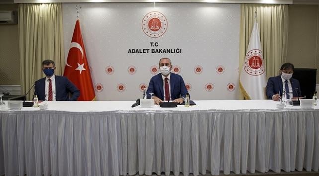 Bakan Abdulhamit Gül, 31 ilin baro başkanı ile bir araya geldi