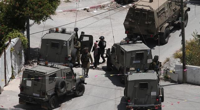 İsrail güçleri,13 Filistinliyi gözaltına aldı