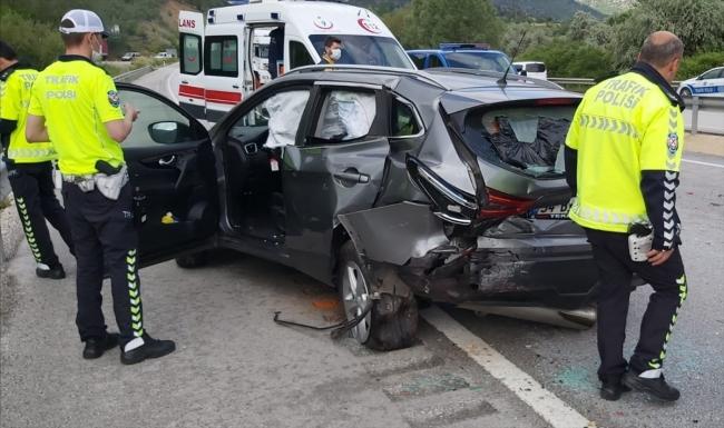 Çorum'da iki otomobilin çarpışması sonucu 8 kişi yaralı