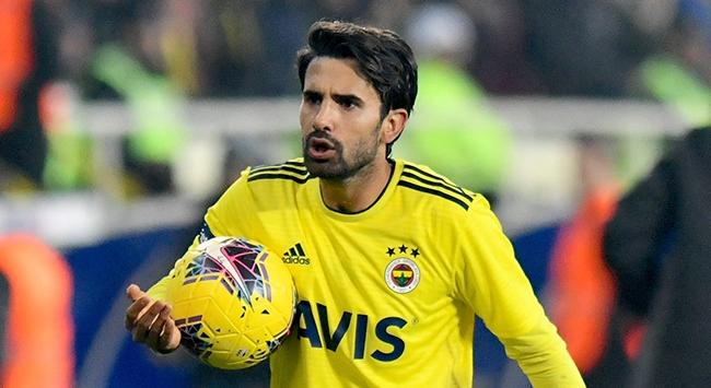 Fenerbahçe, 2013 yılında kadrosuna kattığı Alper Potuk'la yollarını ayırdı.