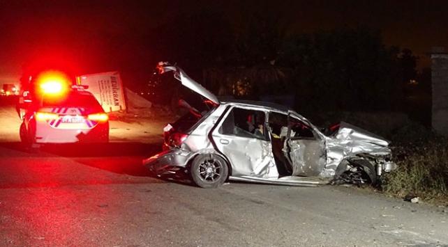 tır otomobille çarpıştı: 1 ölü, 2 yaralı