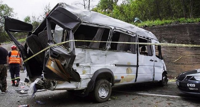 Gürcistan'da minibüs devrildi: 17 ölü, 3 yaralı