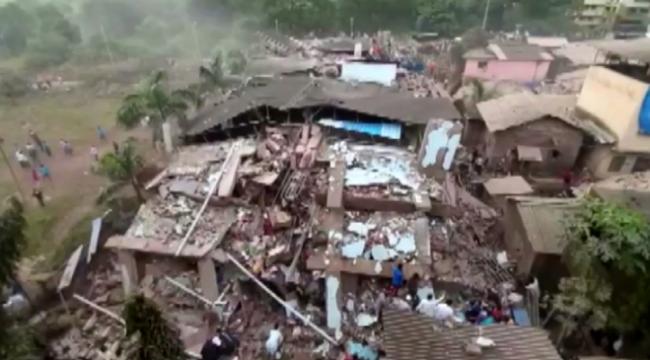 Hindistan'da bina çöktü En az 90 kişi mahsur kaldı