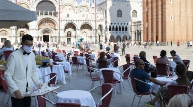 İtalya'da günlük yeni vaka sayısı yeniden binin altında