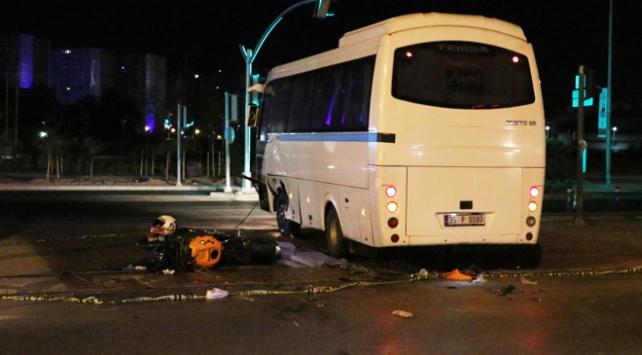 Minibüse çarpan motosikletin sürücüsü hayatını kaybetti
