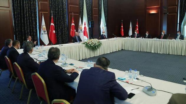 Cumhurbaşkanı Erdoğan, AK Parti'ye katılan belediye başkanları ile görüştü