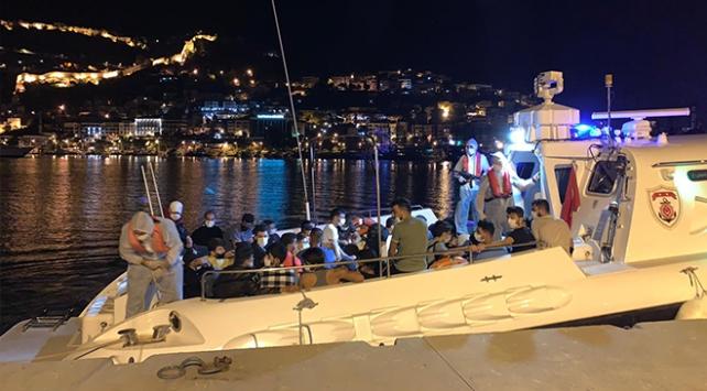 Antalya'da bir teknede 120 sığınmacı yakalandı