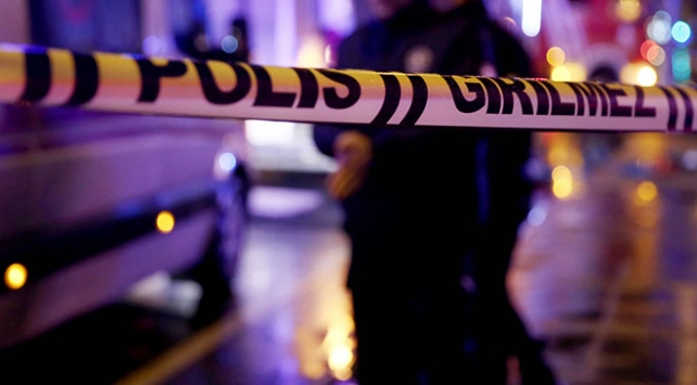İzmir'de bıçaklı kavga: 1'i ağır 3 yaralı