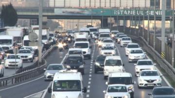 Okulların açılmasıyla İstanbul'da trafik yoğunluğu oluştu