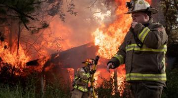 ABD'de Delta Kasırgası'nın neden olduğu yangınlarda 2 kişi öldü