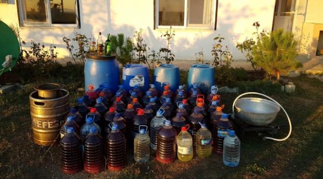 Tekirdağ'da bir evde 586 litre kaçak içki ele geçirildi