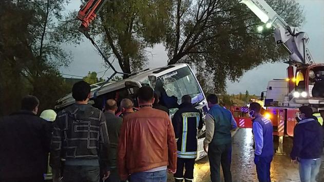 Isparta'da midibüsle otomobil çarpıştı: 1 ölü, 24 yaralı
