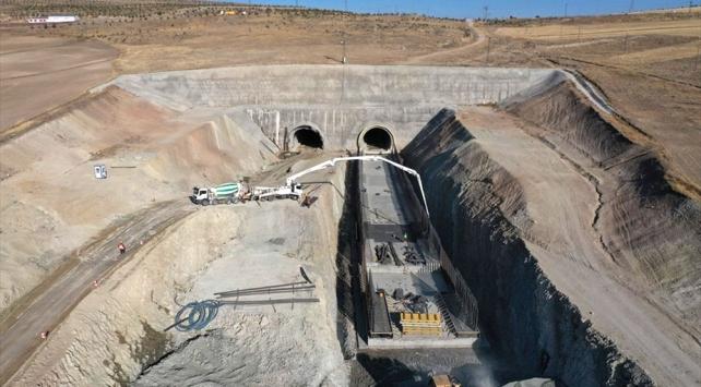 Sivas'ta yapımı süren tünel 2021'de tamamlanacak