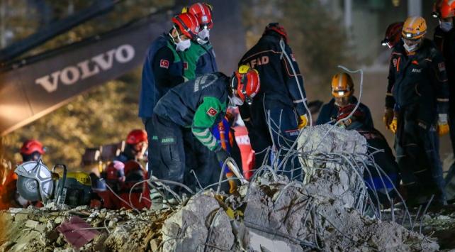 İzmir'de can kaybı 100'e yükseldi